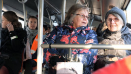Bussimatkustajia