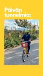 Pyörällä ajava seniori kypärä päässään.